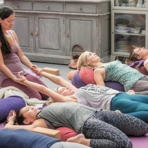 Anoshe Overington - Yin yoga class | Stillnessinyoga